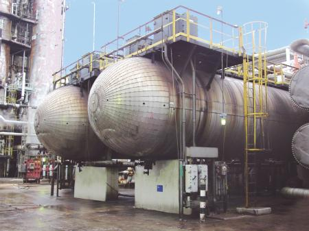Crude desalting in gas refineries